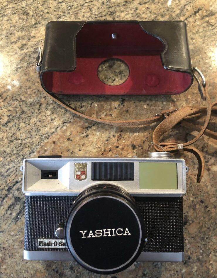 YASHICA Flash-O-Set 35mm Vintage Film Camera YASHINON f/4 40mm Lens CLEAN