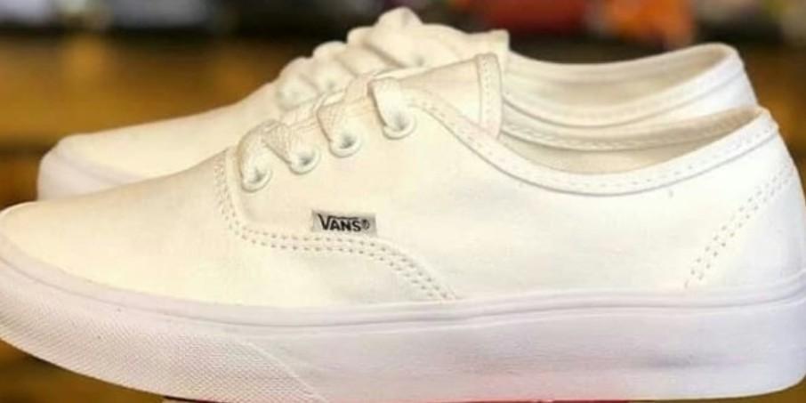 vans classic all white