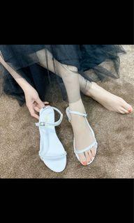 白色細帶涼鞋