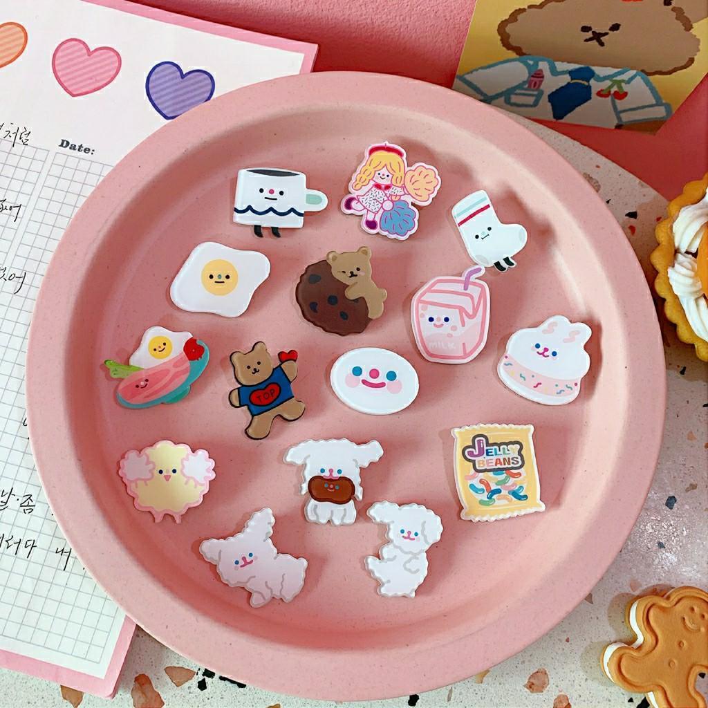 #預購 日本 可愛卡通 笑臉胸針 泰迪狗 口愛 亞克力 書包徽章 可愛荷包蛋 亞克力徽章