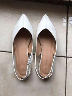 Flat shoes white