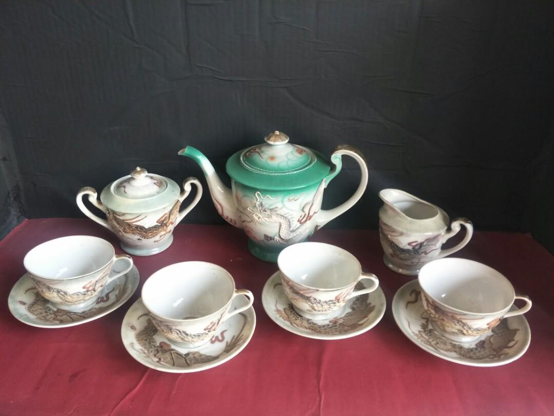 Tea set motif naga