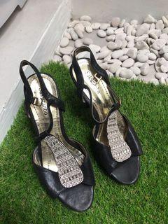 Heels murah sekali pakai