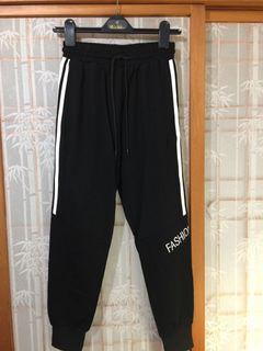 韓國~全新運動休閒褲,滑料材質