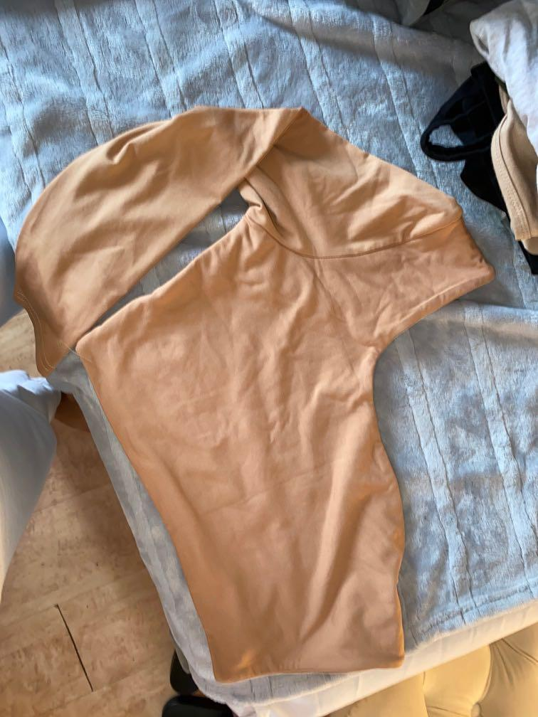LARGE BEIGE ONE SHOULD LONG SLEEVE TOP