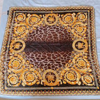 Versace 凡賽斯 印花絲巾 義大利 全新真品 85 x 85 公分