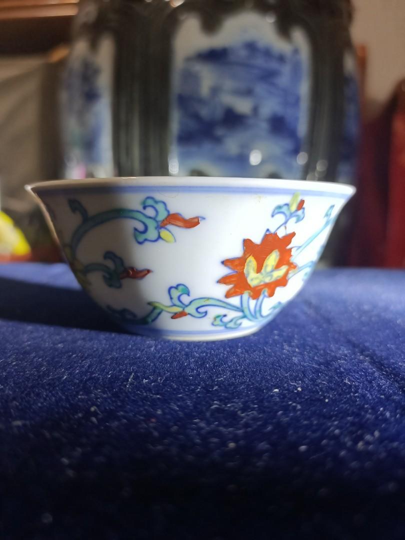 鬥彩花卉紋圖小柸 大明成化年製