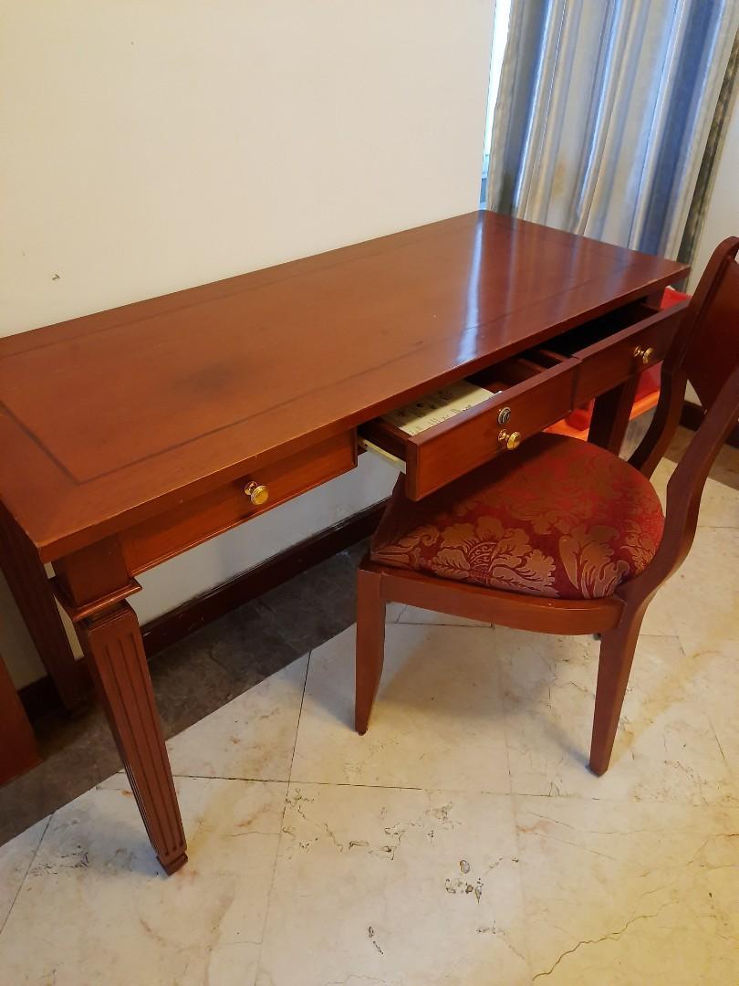 Meja Belajar dan kursi