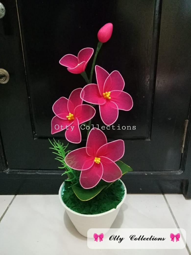 Bunga Anggrek bahan Kain Stoking / Bunga Hiasan Bahan Kain Stocking / Artifisial /  Bunga Palsu untuk dekorasi , kado , hadiah ,souvenir.