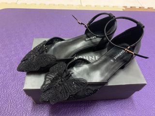 達芙妮DAPHNE平底尖腳鞋-黑色 24.5號