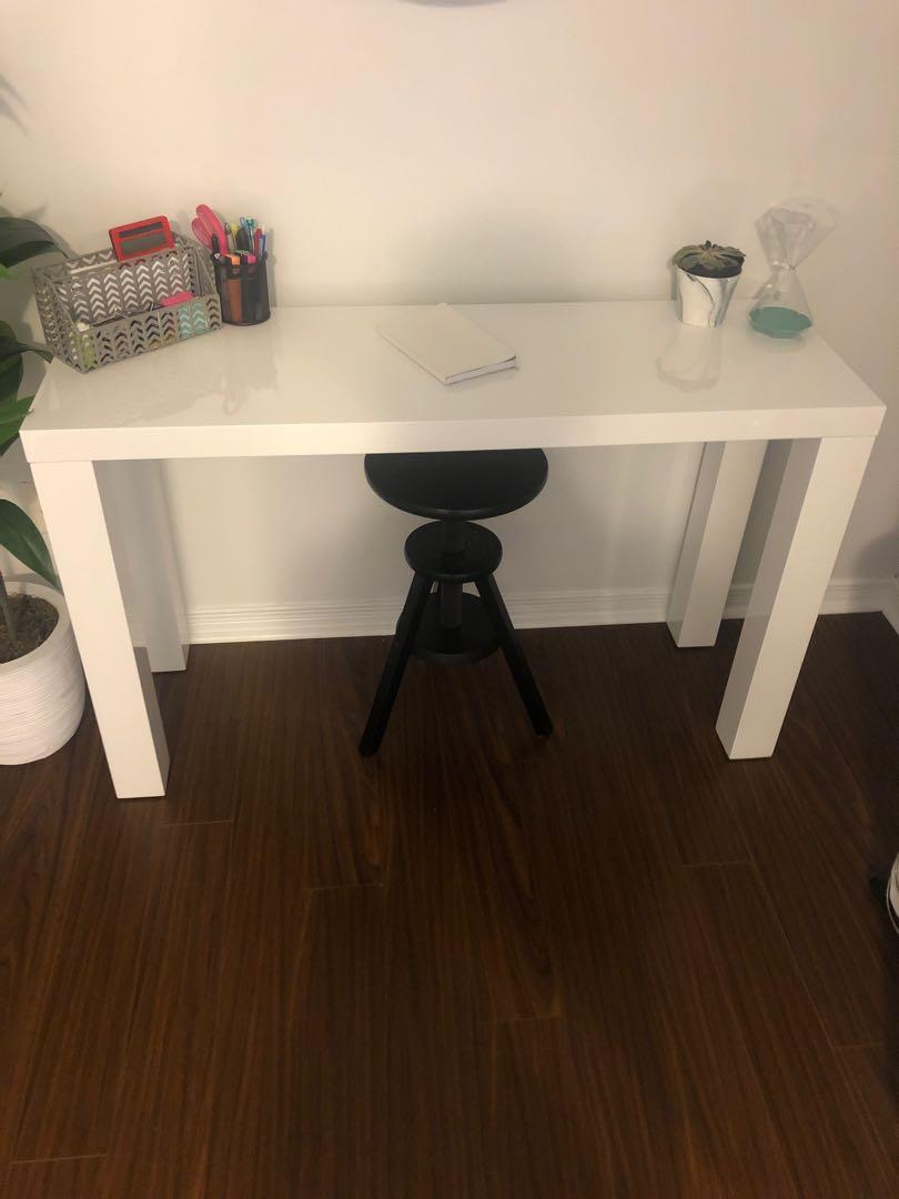 High gloss white table/desk