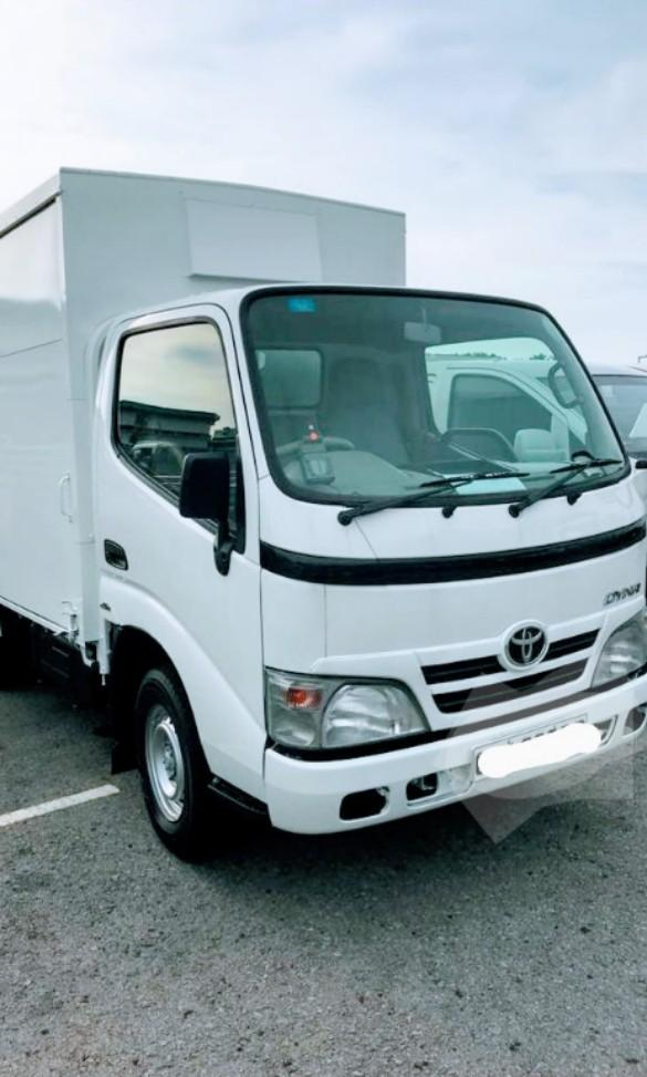 Nice, Reliable, Affordable Toyota Dyna 10ft Box truck for rent!