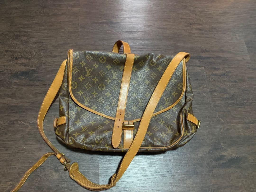 Authentic LV bag. Come with dustbag n well taken care. This is e large version for the model