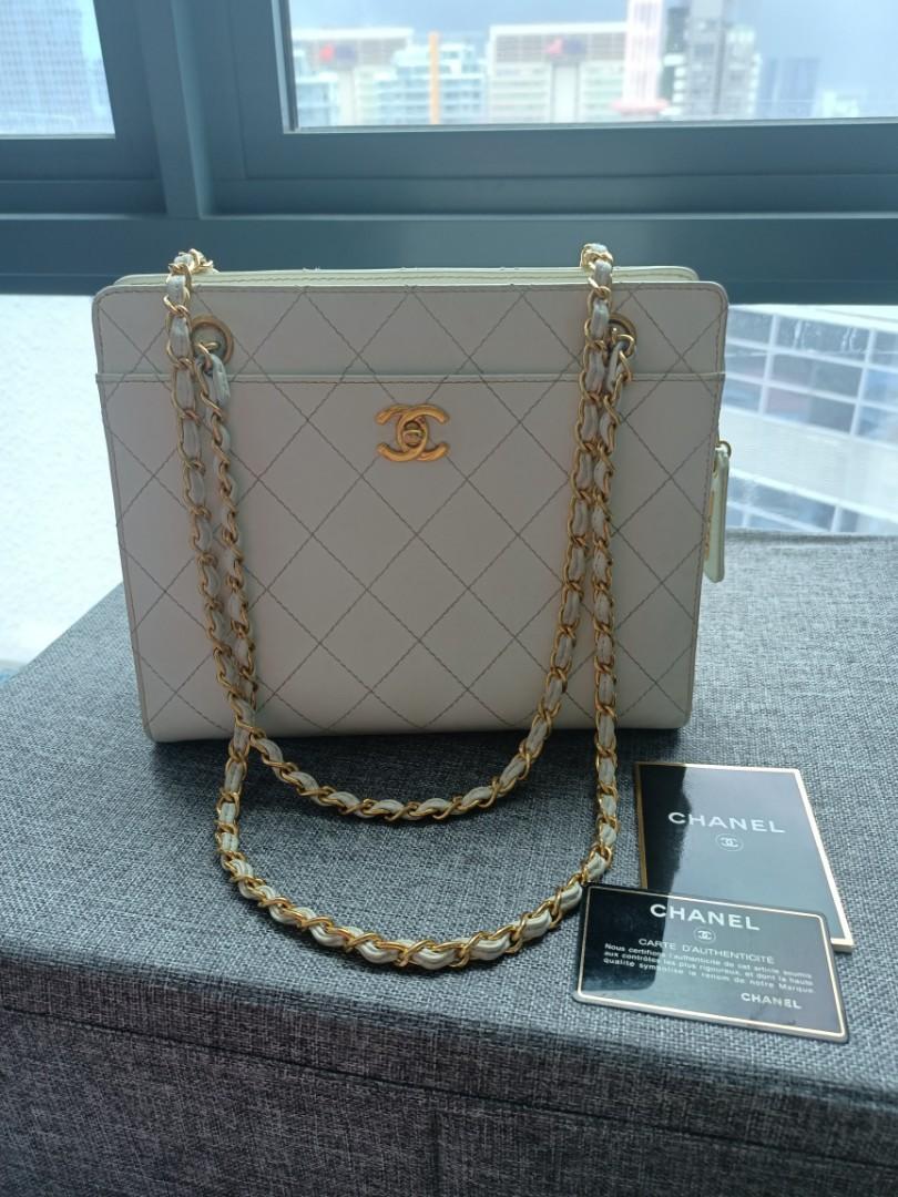 Rare elegant vintage Chanel caviar Bag with shiny ghw