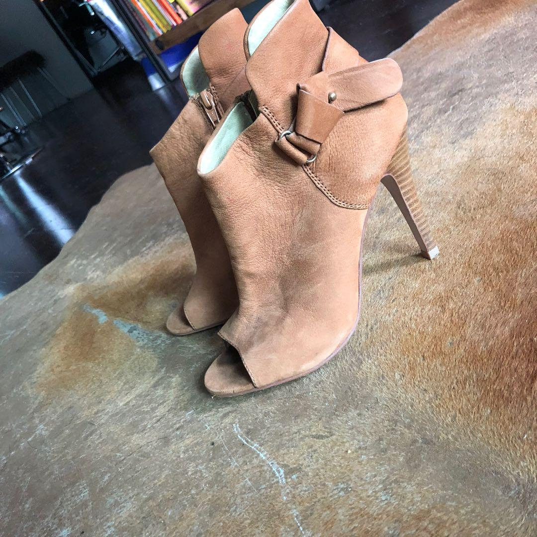Suede boots 71/2