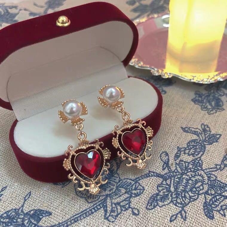 vintage style pearl & heart earring
