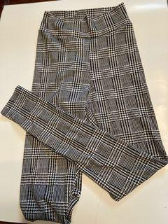 What a houndstooth print leggings