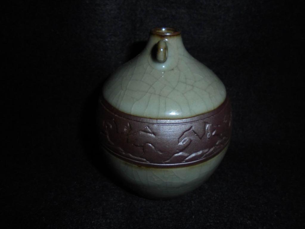【龍泉青瓷上垟老瓷廠】八十年代 六馬刻繪 小如意瓶