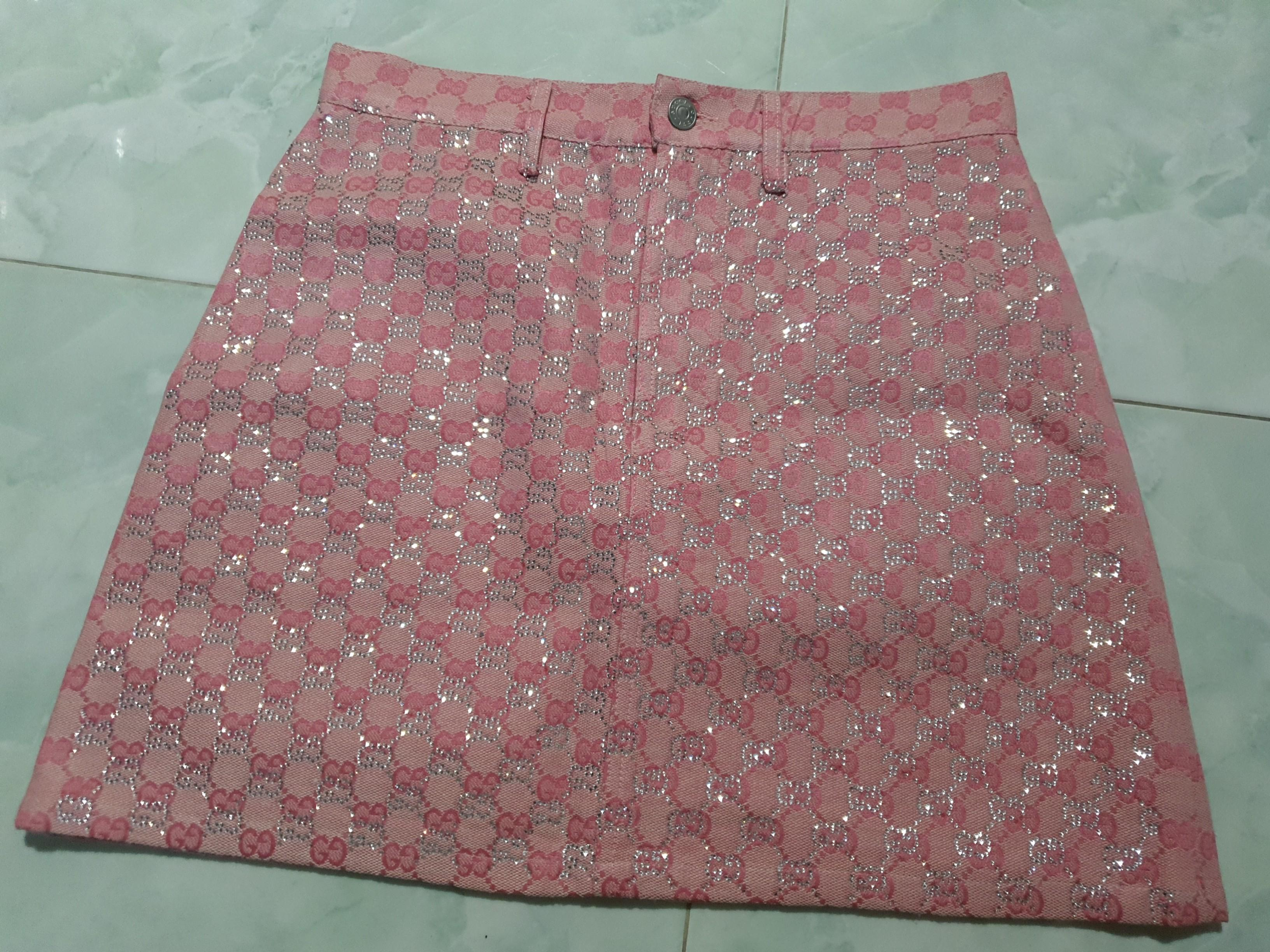 Brand new gucci pink skirt cut label S to M 28 to 29 inches