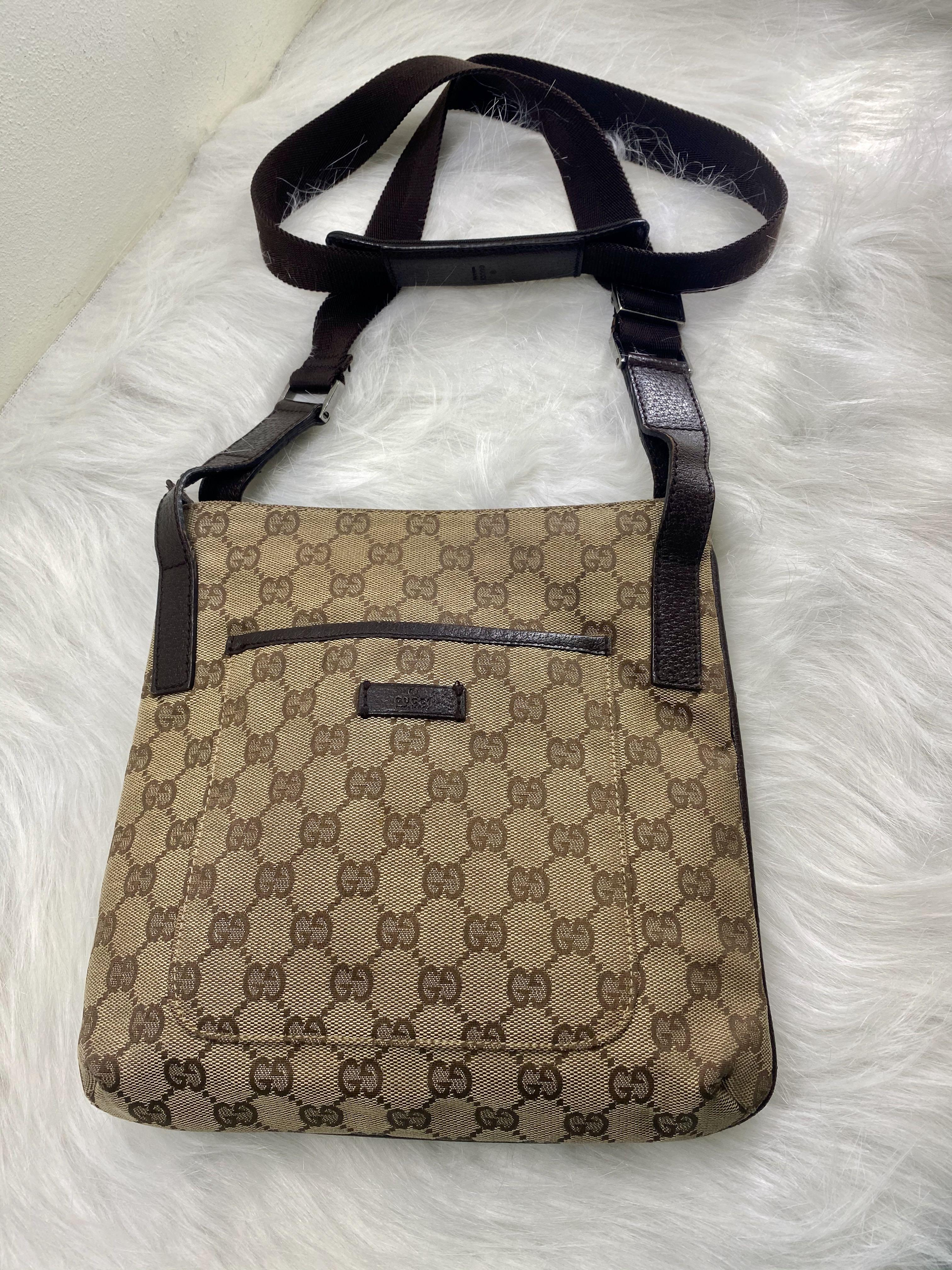 Gucci  Crossbody Bag (Canvass)