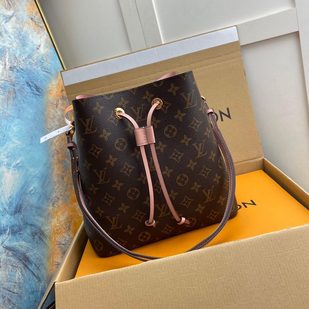 Louis Vuitton noeneo bag
