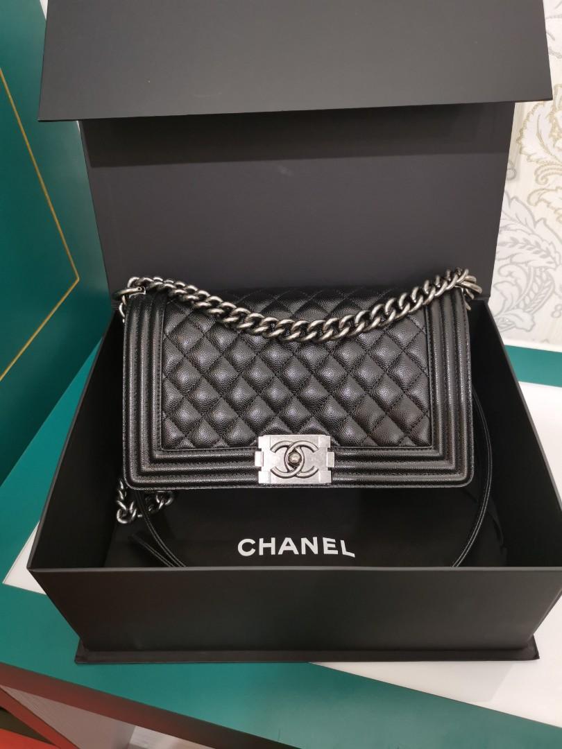 #26 LNIB Chanel Boy old medium Black Caviar with RHW