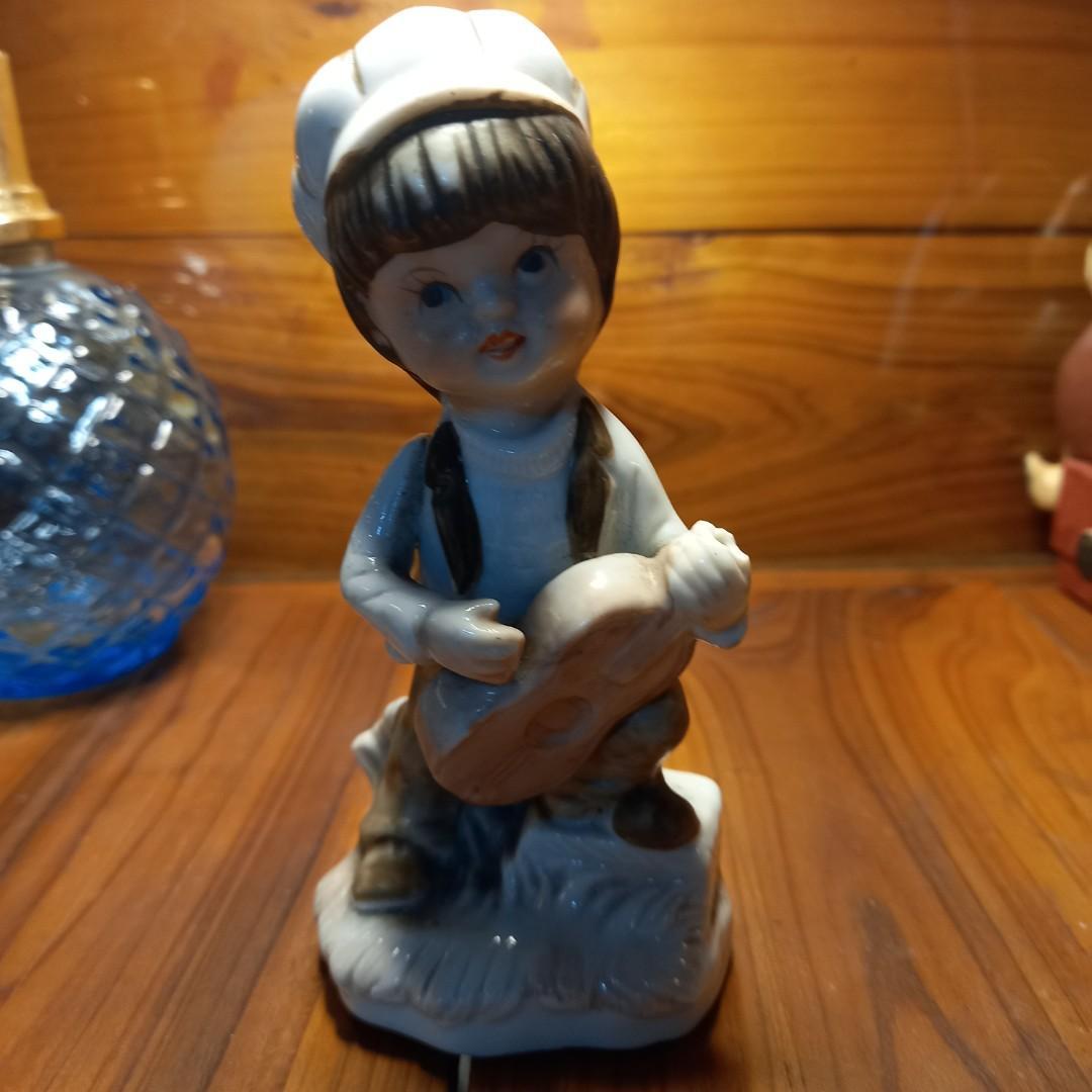鄉村陶瓷樂器男孩 照片最後一張可以清楚看到有一點小瑕疵可以接受買家再下單購買感謝