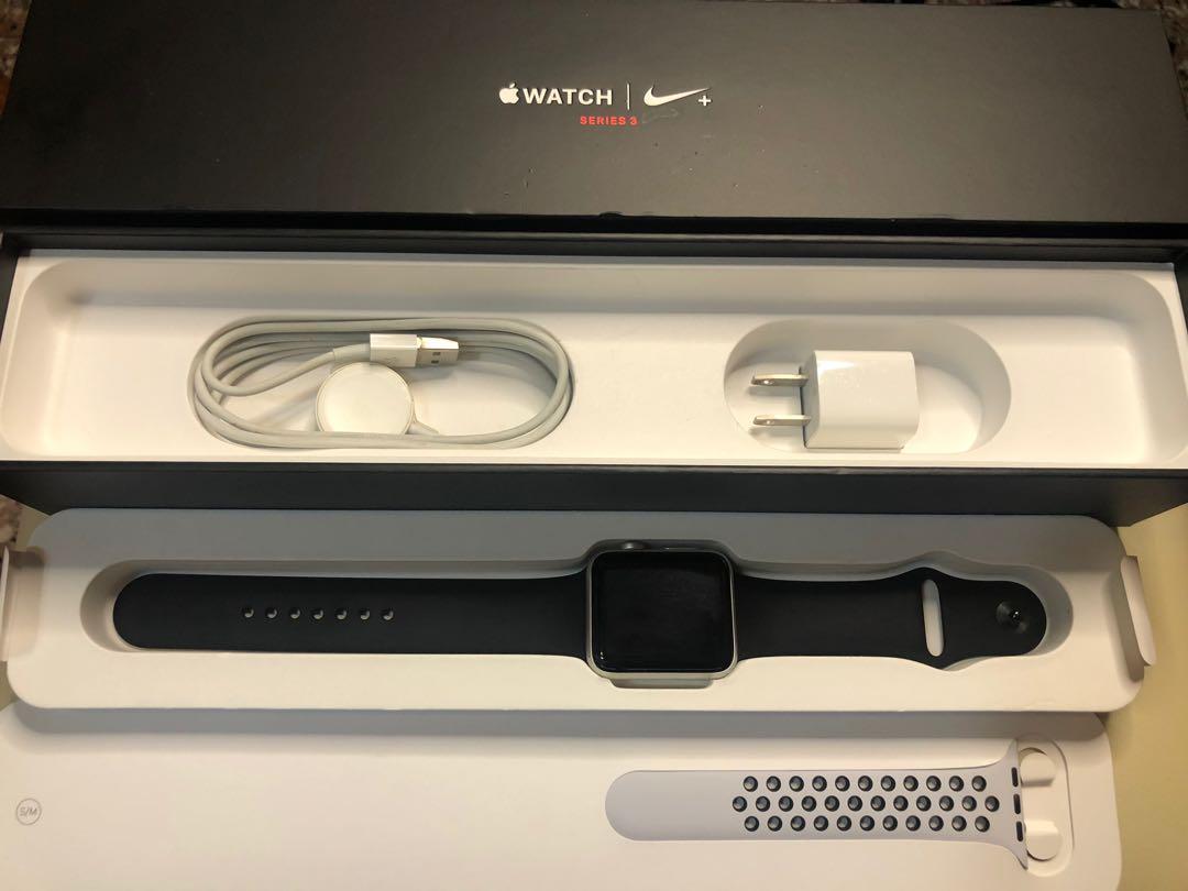 Apple Watch 3 Nike+ 銀色 42mm LTE 盒裝配件黑色錶帶 鏡面無傷 些許掉漆 出門不用帶手機