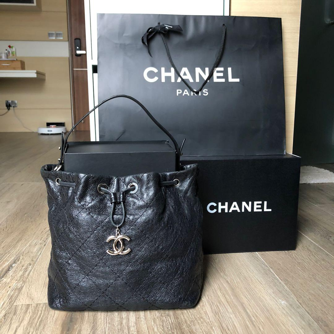 Authentic Chanel classic drawstring bucket on the road shoulder tote bag