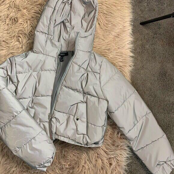 CROPPED REFLECTIVE PUFFER JACKET