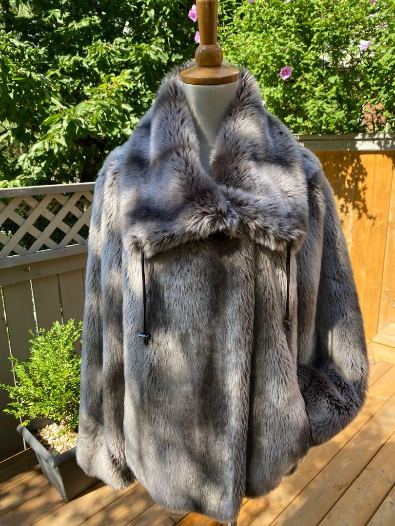 ⭐️LIKE NEW CONDITION Stunning and cozy faux fur jacket by UTEX (size L)⭐️