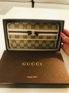 Preloved Authentic Gucci Web Signature Wallet