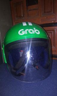 Helm warna hijau