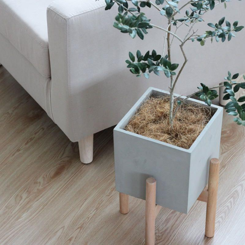 (IN STOCK) Concrete planter with wooden rack