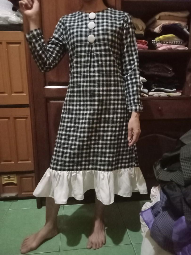 Planel dress,SE x pakai,bahan tebal ya,barang butiq