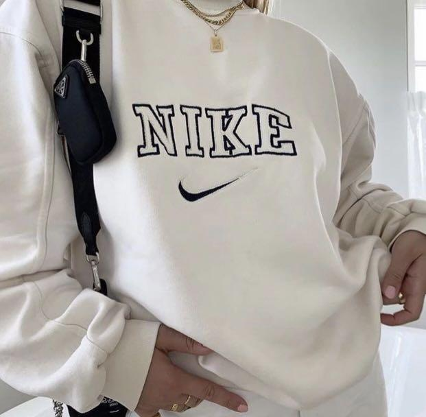 recuerda esposas Ananiver  PO] Oversized Vintage Nike Pullover, Women's Fashion, Clothes, Outerwear on  Carousell