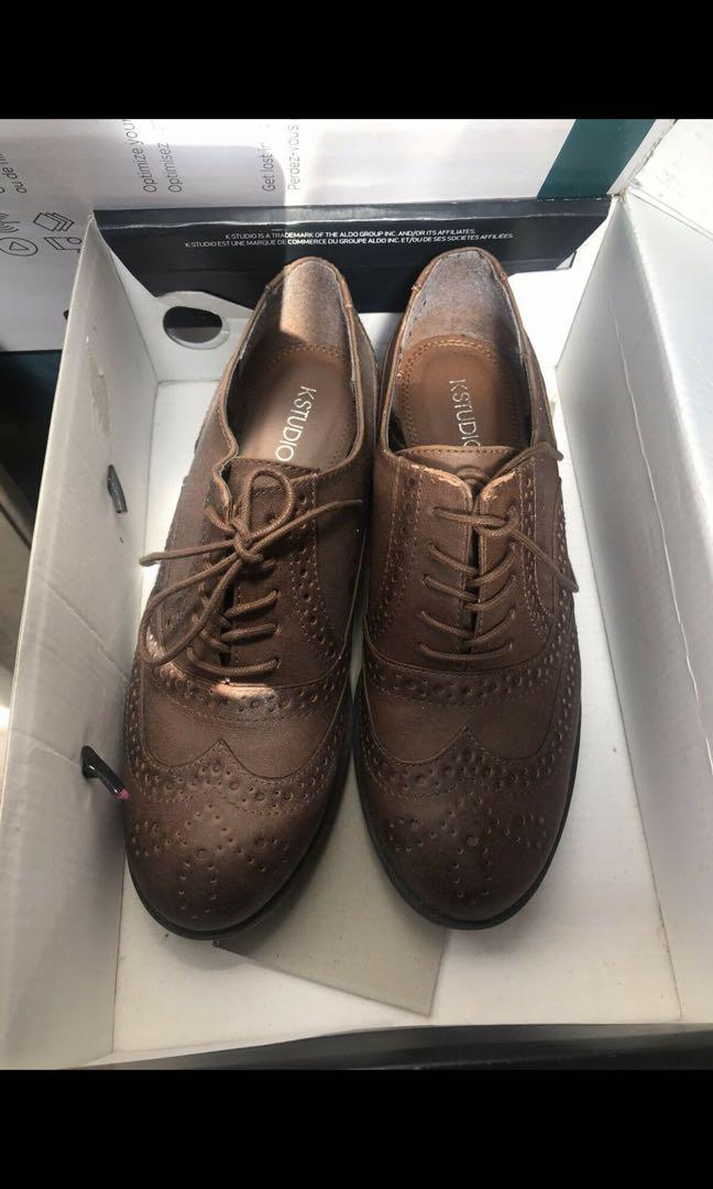 SELLING A BUNCH OF SHOES