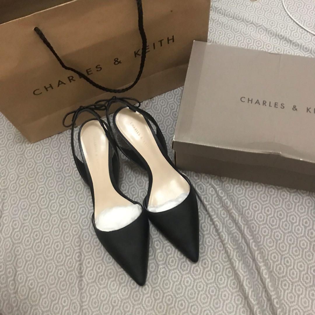 Sepatu Charles & Keith size 37
