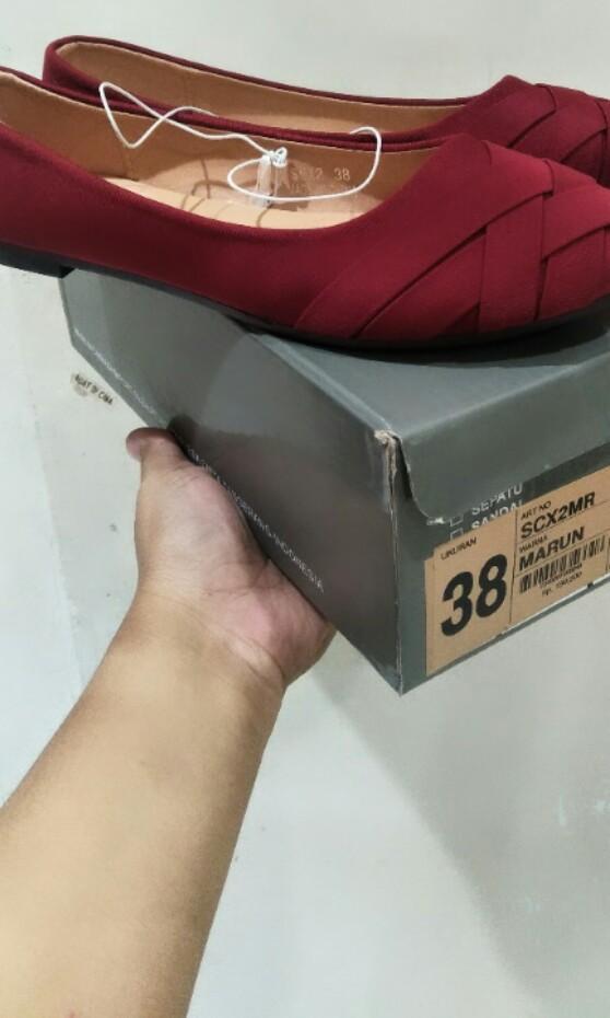 Sepatu flat matahari