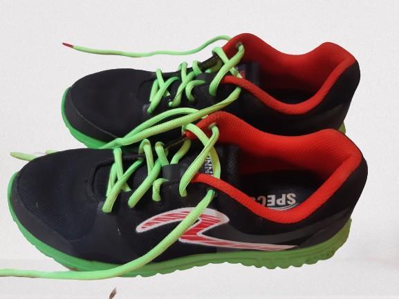 Sepatu Olahraga Specs
