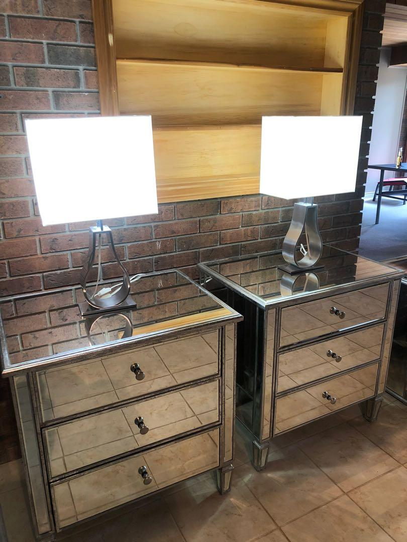 2 Mirrored end Tables