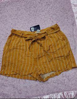 Forever21 mustard shorts, brand new with tav