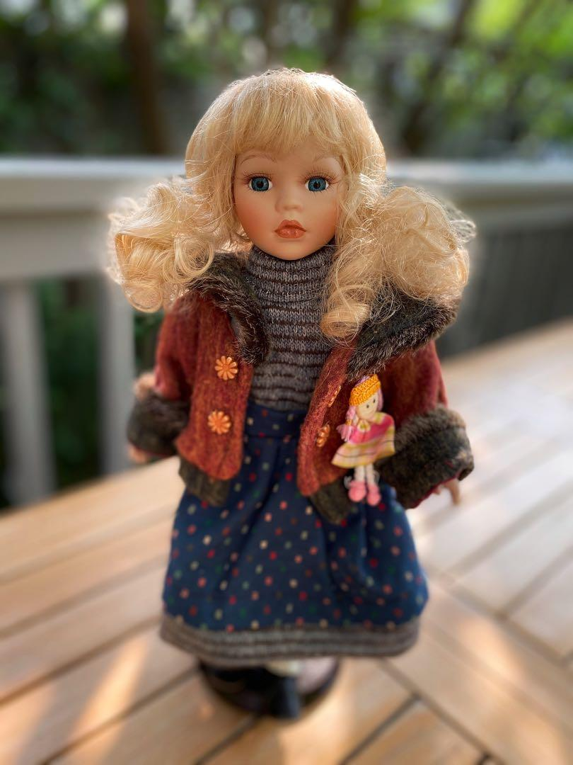 ⭐️Very pretty porcelain doll in excellent condition⭐️