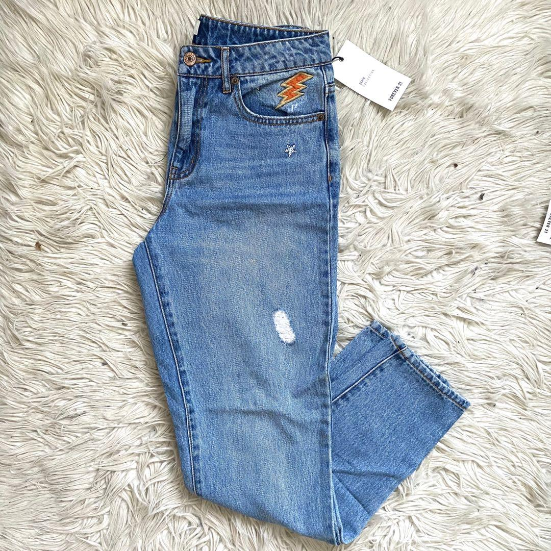 FOREVER 21 EMBROIDERED BOYFRIEND JEANS