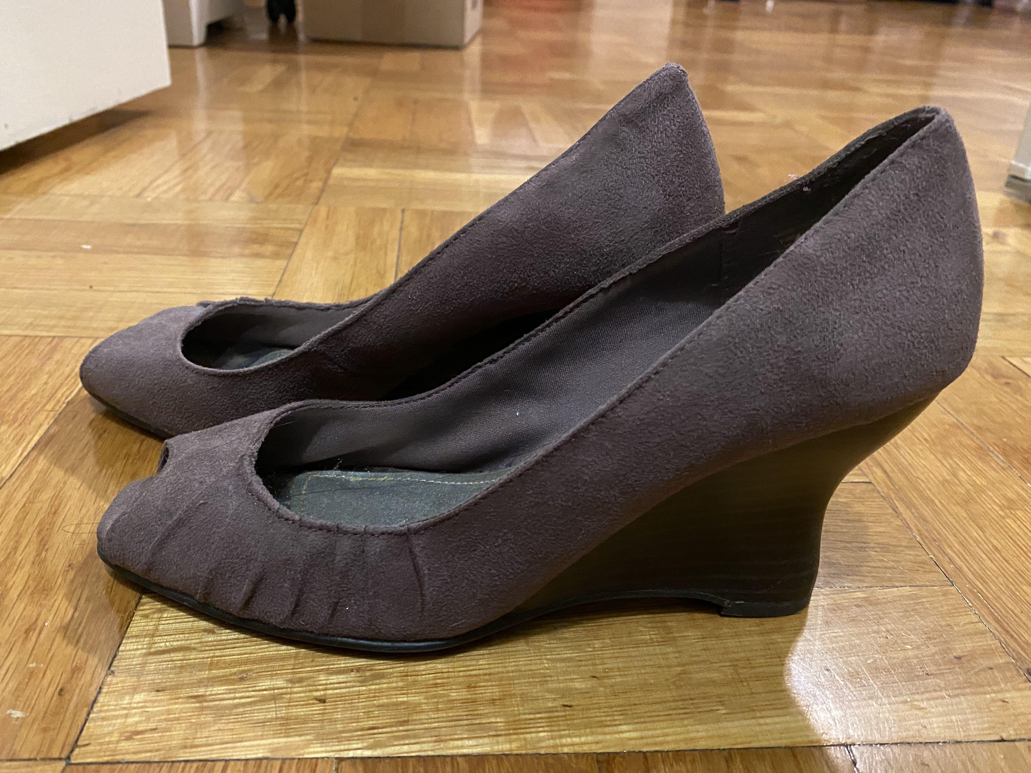 Wedge lilac shoes
