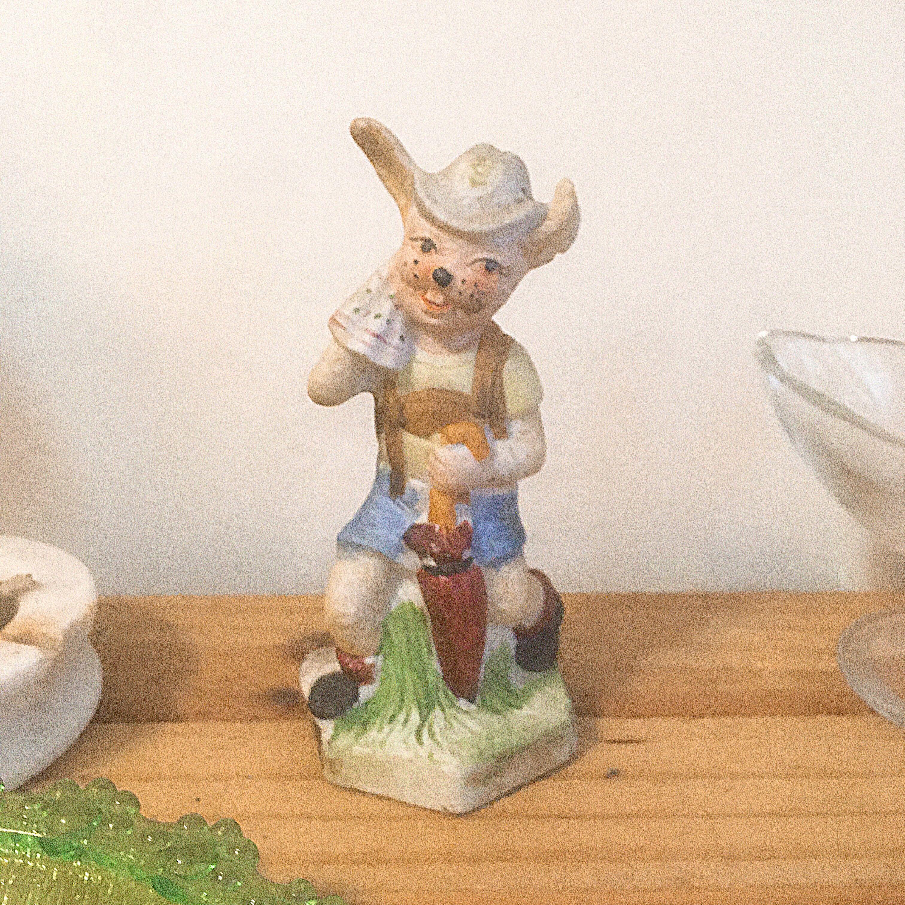 早期復古陶瓷童軍兔子擺飾