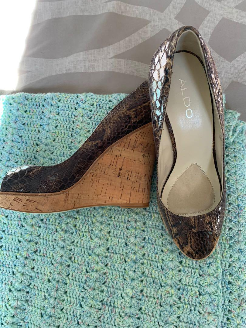 Also snakeskin wedges size 38