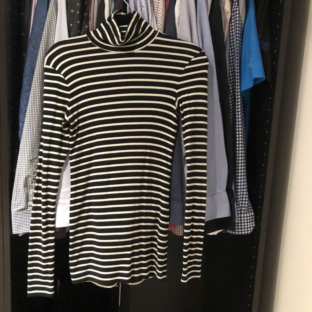 Aritzia Wilfred only turtleneck black with white stripes size SMALL