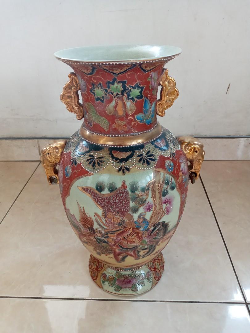 Keramik Antik Vas Merah Maroon Gambar Dewa