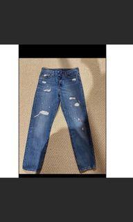 Levi's jeans size 27